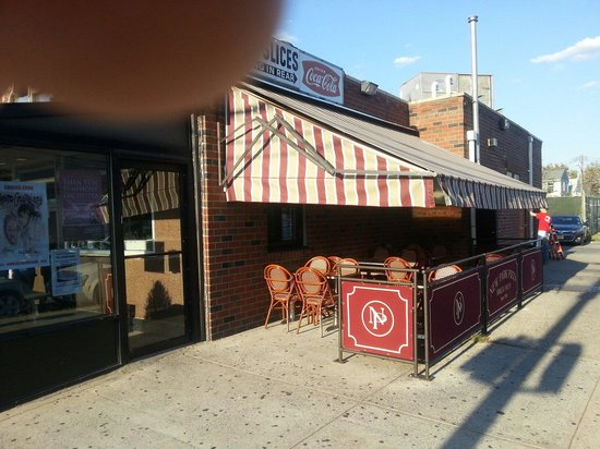 New Park Pizzeria: outside seating in warm weather