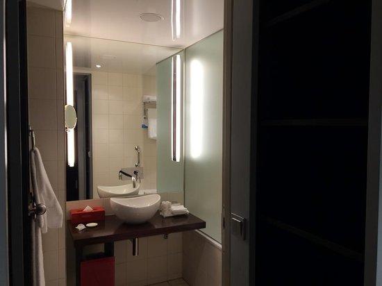 فندق راديسون بلو، برلين: Bathroom