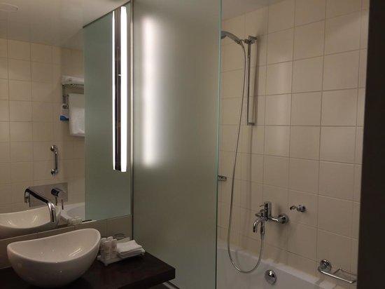 فندق راديسون بلو، برلين: Shower