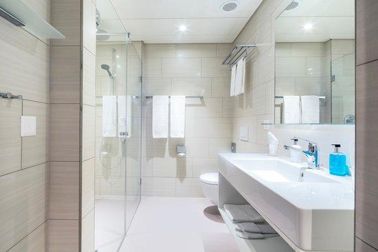 بست ويسترن هوتل يوروهوتل وورتمان: Badezimmer mit Dusche