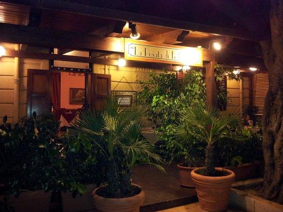 La Posata Di Federico II: The restaurant terrace
