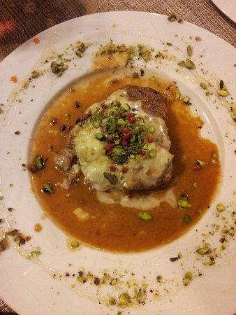 La Posata Di Federico II: Veal fillet with gorgonzola cheese