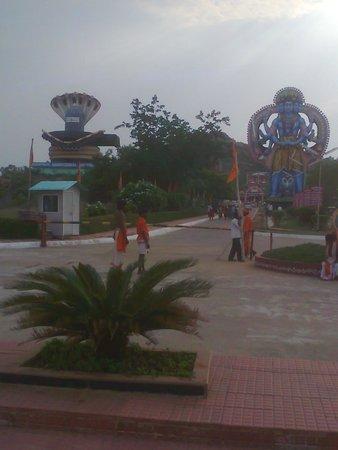 Surendrapuri: Shiva with nagalingam