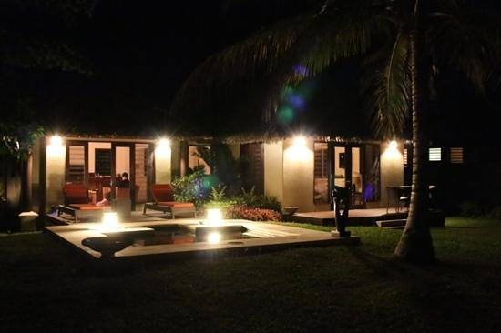 ‪‪Eratap Beach Resort‬: villa 9 by night.‬