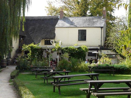 The Perch inn: Garden view