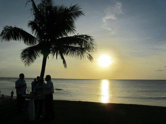 InterContinental Fiji Golf Resort & Spa: Sunset from the lawn where wedding drinks were held