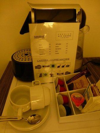 Air Rooms Madrid Airport by Premium Traveller: mini bar / coffee (good value)