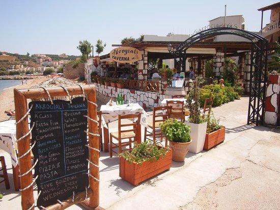 Akrogiali Taverna: Akrogiali Taverna - seafront taverna.