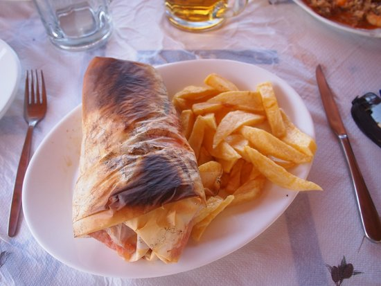 """Akrogiali Taverna: """"The Packet"""" - a meal linked to the German occupation!"""