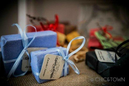 شيك آند تاون لاكشري روومز: saponi artigianali