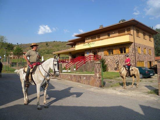 Hotel Villaneila: vista exterior entrada