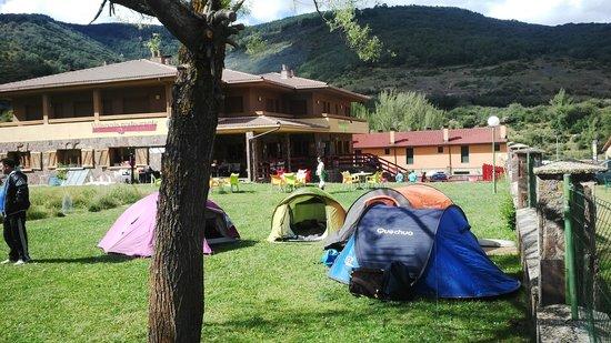 Hotel Villaneila: jardines campamento