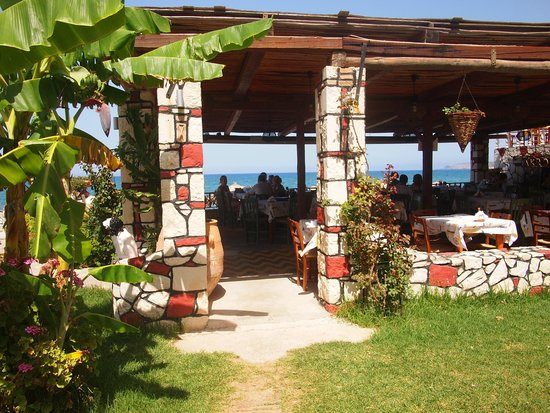 Akrogiali Taverna: Akrogiali Taverna - view from garden to sea.
