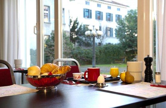 بست ويسترن هوتل يوروهوتل وورتمان: Reichhaltiges Frühstücksbuffet