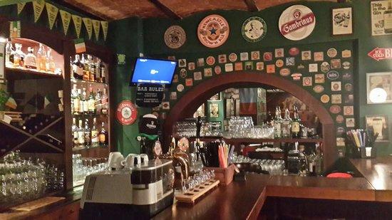 MacLaren's Irish Pub: Барная стойка
