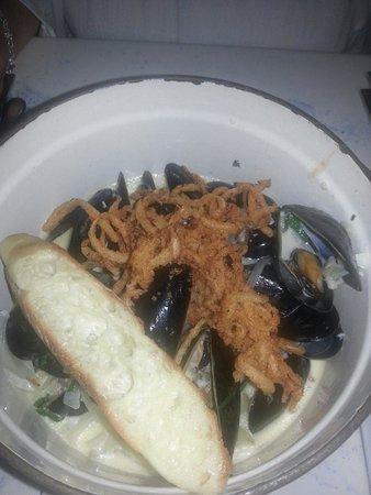 mussel beach restaurant: drunken mussels