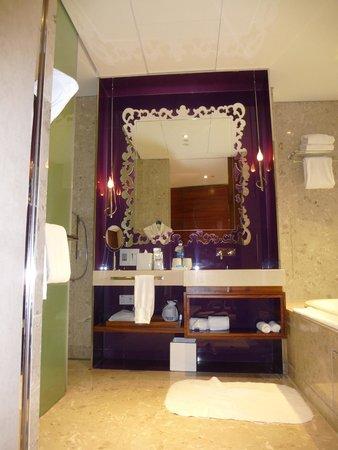 W Singapore - Sentosa Cove: Bathroom
