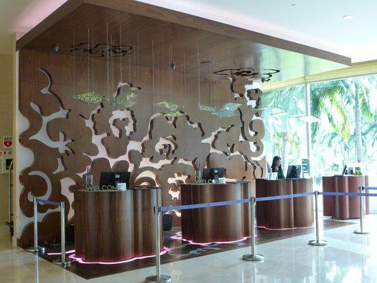 W Singapore - Sentosa Cove: Reception desk