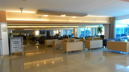 فالامار هوتل كريستال: hotel lobby
