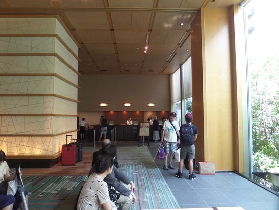 فندق نيوا طوكيو: large, modern atrium