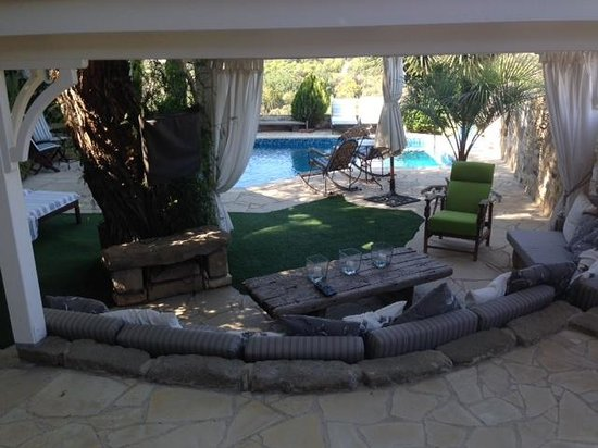 Little Lodge Guest House: the amazing outdoor lounge