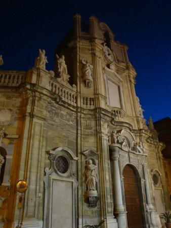 Caupona Taverna di Sicilia: The Purgatorio church, oppopsite of the restaurant