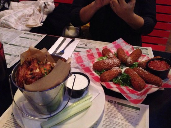 Gino's East Magnificent Mile: Starters