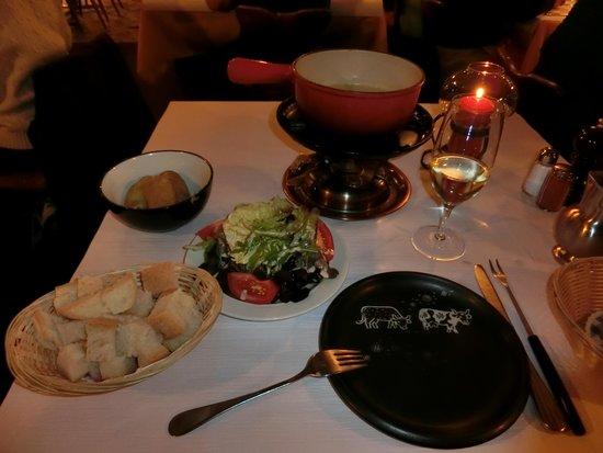 Restaurant Whymper-Stube: サラダ&チーズフォンデュー