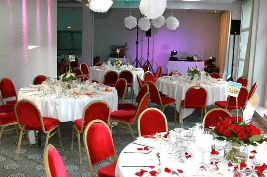 Mercure Annecy Sud : Décoration salle mariage N&P