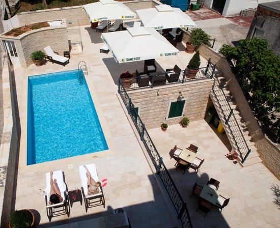 هيرتيدج هوتل تيسنو: Hotel pool