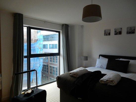 Base Serviced Apartments Duke Street: Main bedroom