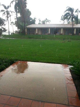 هيلتون سان دييغو ريزورت أند سبا: Proof that it does rain in San Diego..!!
