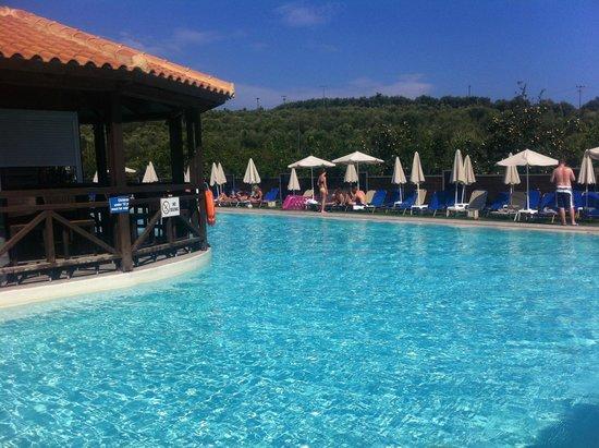Planos Apartments: Aqua Bay Water Park pool & Coctail Bar
