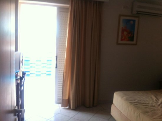 Planos Apartments: Lovely large clean room