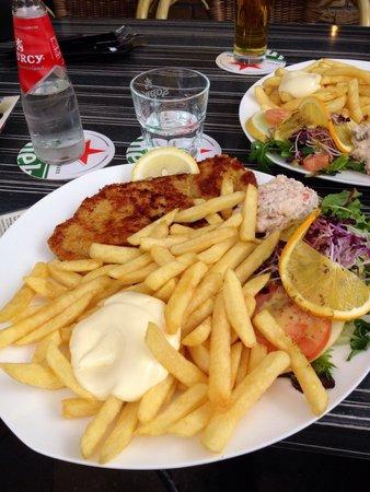 De Hekseketel: Schnitzel- eine wirklich riesige Portion :)