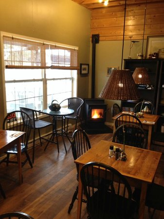 Beanie's Bistro: A cozy fire at Beanie's.