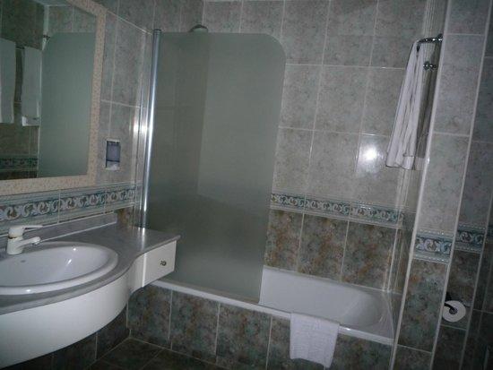 كومبوستيلا بيتش جولف كلوب: bath & shower
