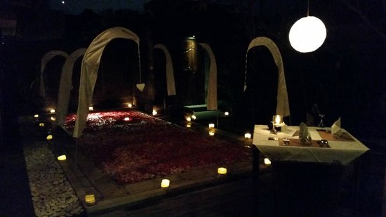 ‪‪Nyuh Bali Villas‬: Romantic dinner setup‬