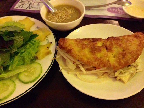 Mitau Restaurant - Traditional Hue Cuisine: バイン・セオ