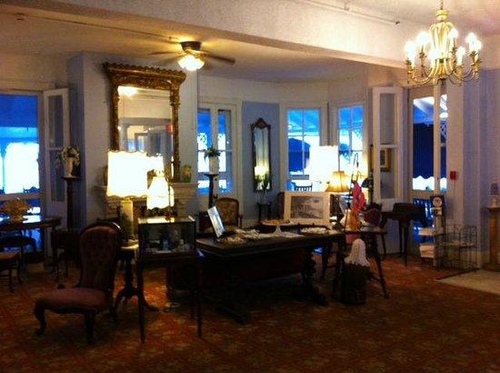 Inn of Cape May: Lobby