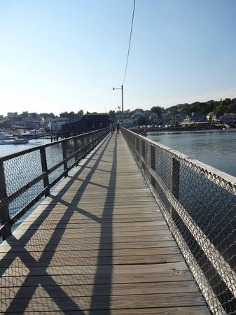 Boothbay Harbor Inn : Foot Bridge To Town