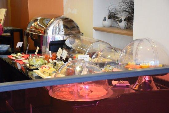 فندق  لو 123 إيليزيه - أستوتل: het ontbijt