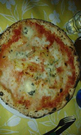 Al Vecchio Ulivo: Pizza ai quattro formaggi