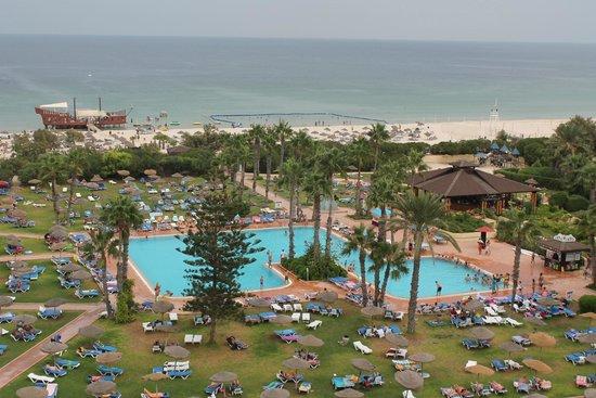 صحارى بيتش: L'un des trois piscine, la plage et l'un des bars