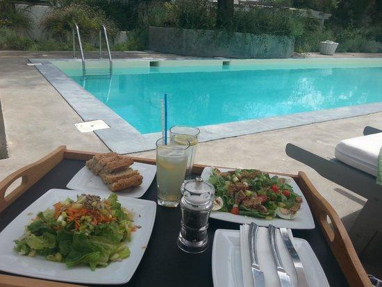 أوليفمار: Lunch by the pool