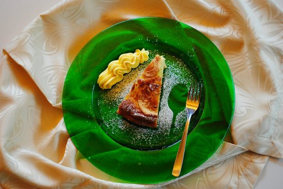 موناكو سبورت هوتل: La torta fatta con le mele del nostro giardino