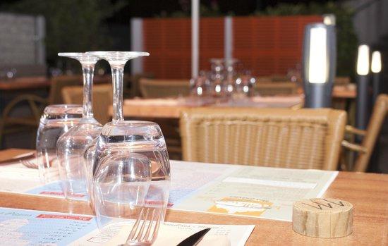 Restaurant Pizzeria Le Villaggio: nouvelle terrasse vue le soir