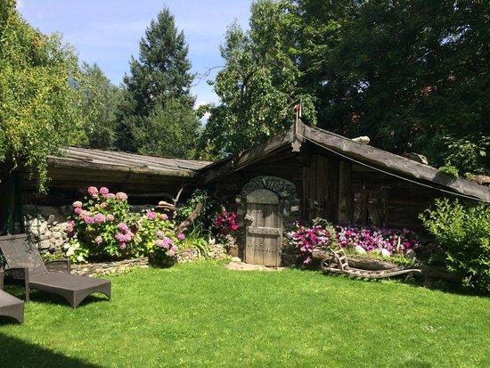 Hotel Latscherhof: Территория
