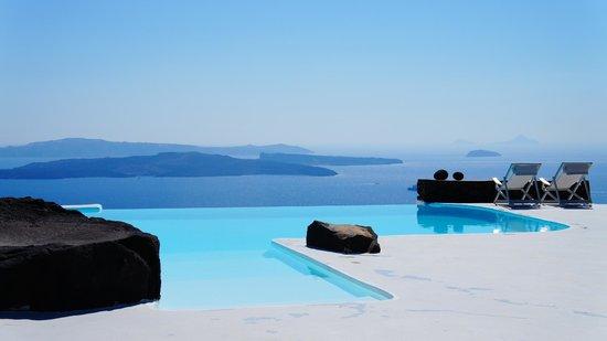 أيناون فيلاز: Aenaon's magnificent infinity pool and view