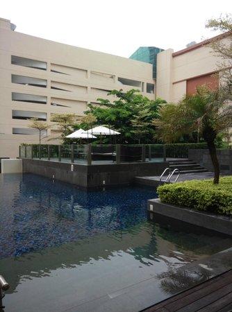 جي هوتل جورني: One part of the swimming pool; pretty inviting